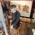 Puppe im Polderhuis Westkapelle die einen Deicharbeiter darstellen soll