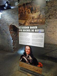 Plakat in den Kazematten Vlissingen mit Portait von Michiel de Ruyter