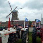 Oldtimer Traktoren vor Mühle Nähe Veere