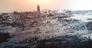 Schwarzweiß Foto zerstörtes Westkapelle nach der Sturmflut