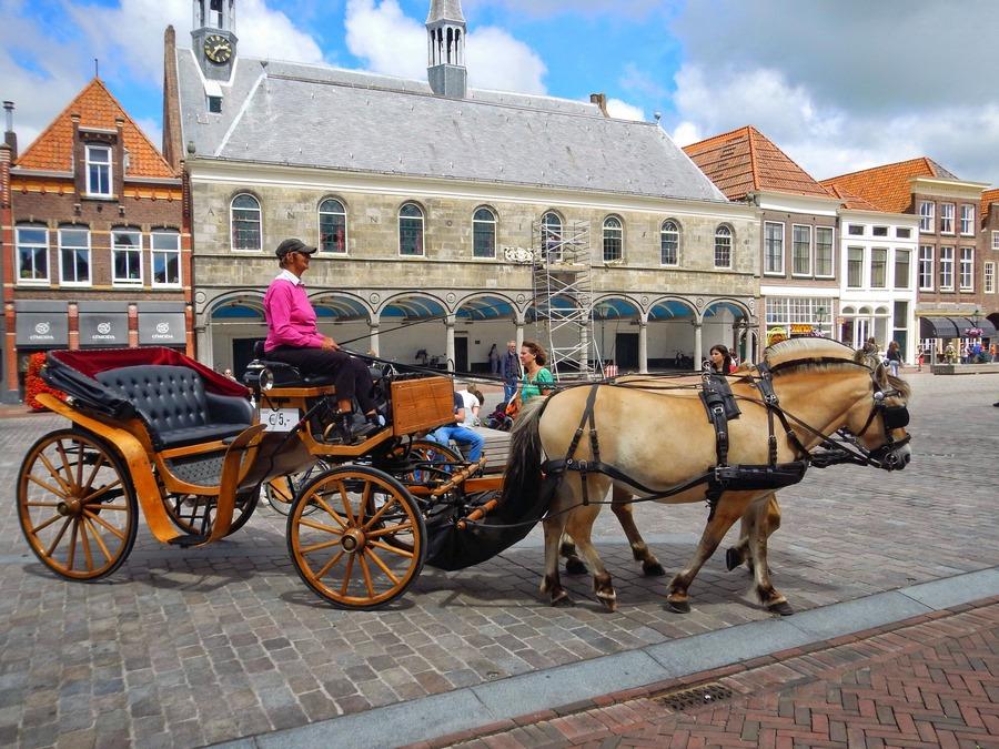 Marktplatz Zierizee mit Pferdekutsche